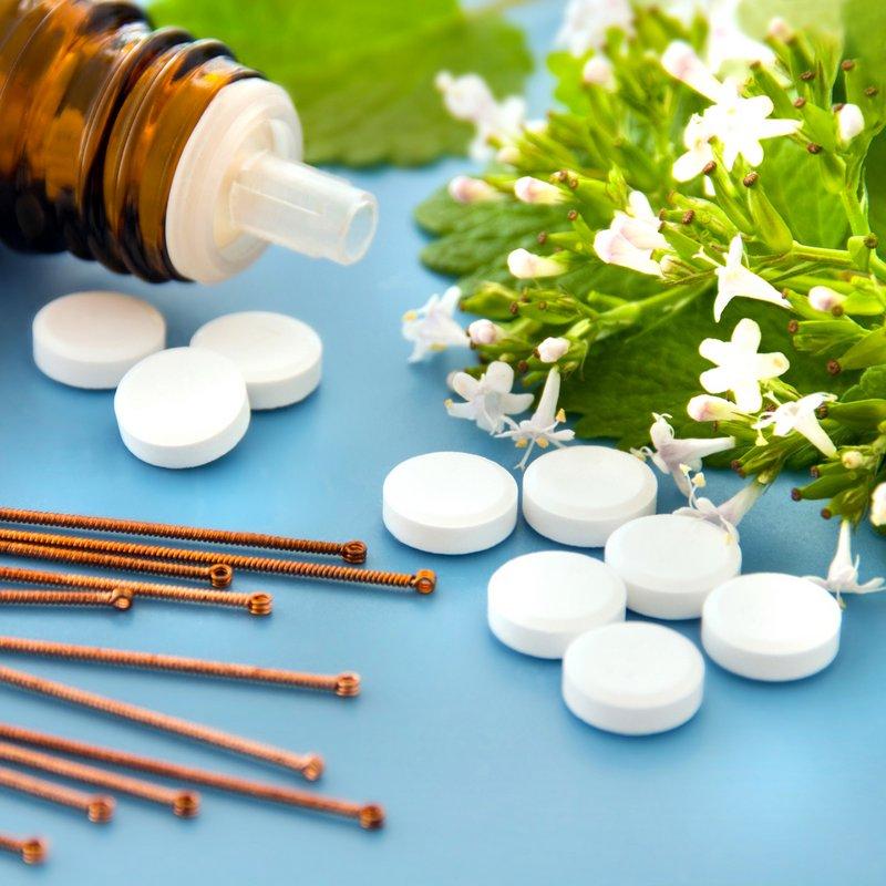 """Beruhigungsmittel rezeptfrei: In der Rubrik """"pflanzliche Beruhigungsmittel"""" sind Baldrian-Beruhigungstabletten der Platzhirsch. Hier sollte man jedoch auf eine möglichst hohe Dosis achten, denn zu geringe Dosen bringen keine Wirkung und Nebenwirkungen werden nicht erwartet (© PhotoSG / Fotolia)"""