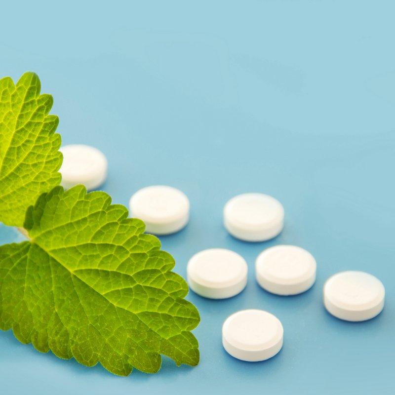 Beruhigungsmittel: Beruhigungstabletten, Beruhigungstropfen - pflanzlich vs. chemisch (© PhotoSG / Fotolia)